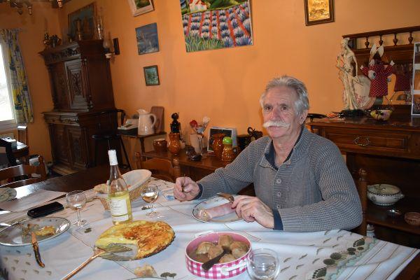 Jean Piludu a dégusté une farinade en ce jour de chandeleur.