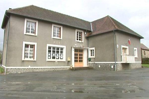 Le drame s'est déroulé dans un appartement au dessus de la mairie de Saint-Fiel.