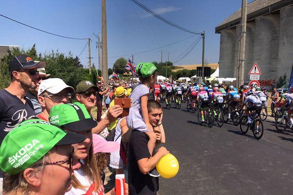 Le peloton du Tour de France 2018 est arrivé vers 12h15 à Garenne-sur-Eure samedi 14 juillet 2018.