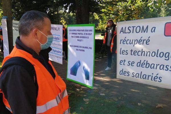 Des salariés de l'usine d'Aptis-Alstom d'Hangenbieten (Bas-Rhin) contre le projet de reprise du groupe Punch le 14 octobre.