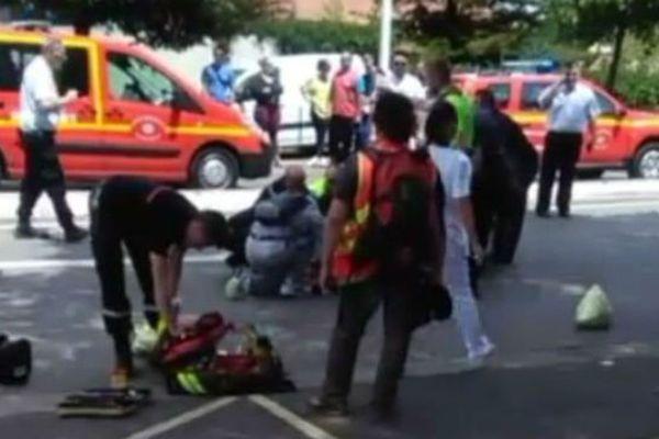 Le manifestant renversé par la voiture à Fos-sur-Mer a été rapidement pris en charge par les pompiers.