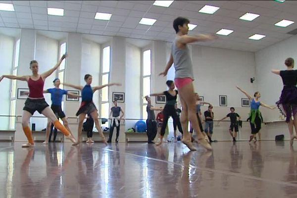Les 25 danseurs du Ballet du Rhin s'entraînent en public une fois par mois.