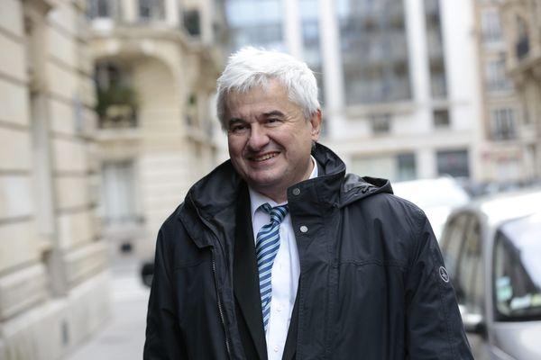Éric Raoult, ancien ministre et ancien maire du Raincy est décédé, a annoncé son épousé le 16 avril 2021.
