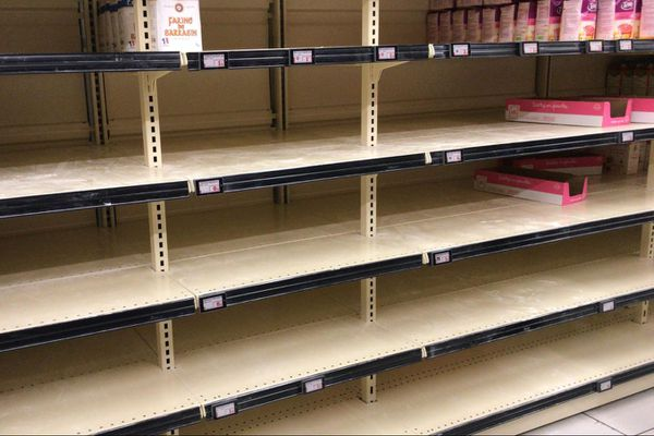 Plus de farine sauf celle de sarrasin dans le supermarché des Alpes-Maritimes.