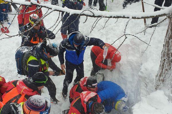 Plus de cent personnes se sont mobilisées pour secourir la victime.