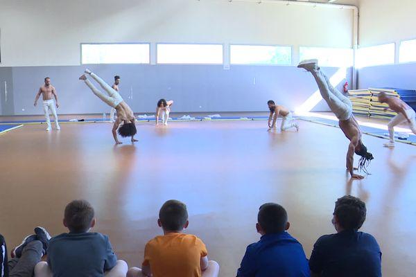Des collégiens de Calais  découvrent la danse urbaine avec le chorégraphe Hervé Koubi