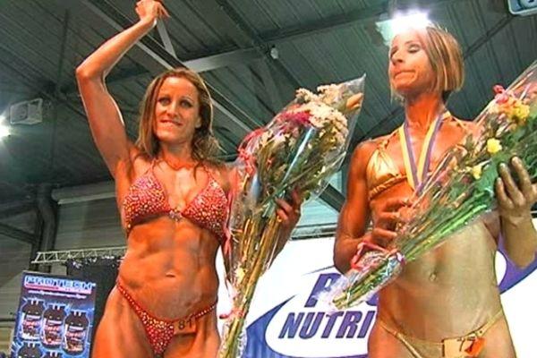 Nadège Lengrand, dauphine miss Universe Physique Championship catégorie fitness (à gauche)