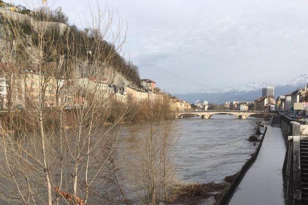 La voie sur berge inondée ce lundi 3 février 2020.