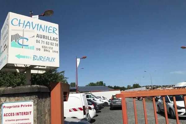 Deux offres de reprise ont été examinées jeudi 9 juillet au tribunal de commerce d'Aurillac, dans le Cantal, pour l'entreprise Chavinier. Spécialisée dans les réseaux d'énergie, elle emploie 136 salariés, principalement dans la préfecture du Cantal.