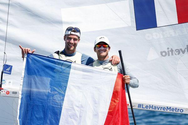 Kévin Péponnet (à droite) et Jéremie Mion, sacrés champions d'Europe de 470 à Vilamoura au Portugal.