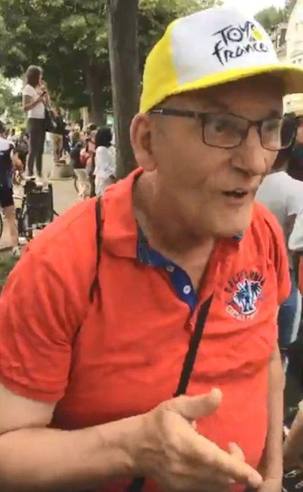 Ce monsieur voulait supporter ses compatriotes.