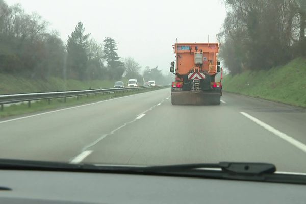 les saleuses sur les routes pour prévenir les accidents sur les routes.