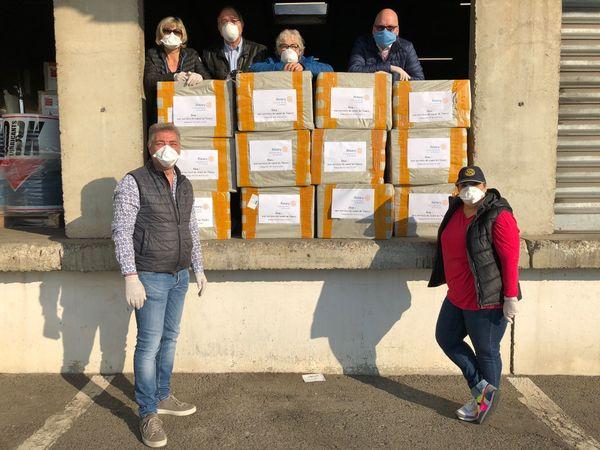 Les Rotarys clubs de Nancy à la réception des 24.000 masques avant distribution.