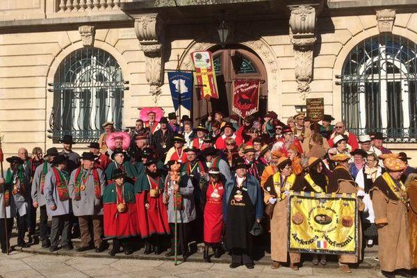 Les différents chapîtres devant l'Hôtel de Ville du Val d'Ajol.