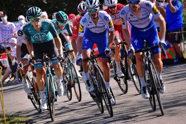Pierre Rolland, de l'équipe B&B-Vital Concept (à gauche) est arrivé deuxième de la 12è étape du Tour de France 2020 ce jeudi 10 septembre.