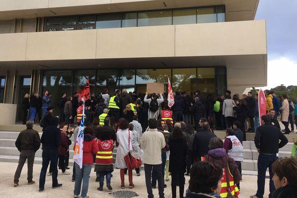 Près de 150 manifestants ont investi la cérémonie d'inauguration des nouveaux bâtiments de la faculté de sciences à Montpellier, ce 11 février.