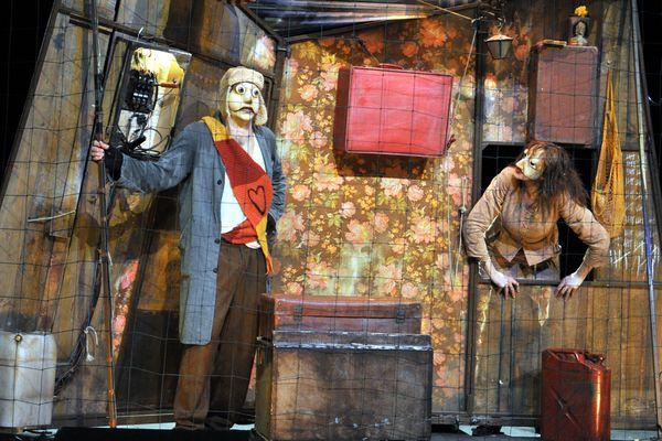 """Le Théâtre 'Le Fracas' de Montluçon présentait """"Ceux d'ailleurs"""" - Mise en scène de Johanny Bert."""