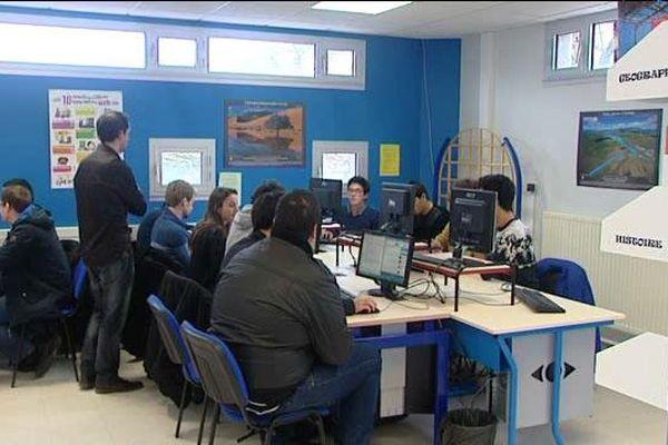 Atelier d'écriture au lycée Saint-Charles à Orléans (Loiret).
