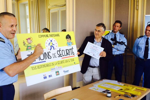 """Le lieutenant colonel de réserve Jacques Dahan présente l'opération """"Témoins de sécurité"""""""