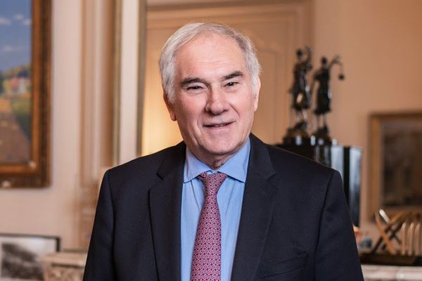 Gérard Larrat, est le maire de Carcassonne depuis 2014