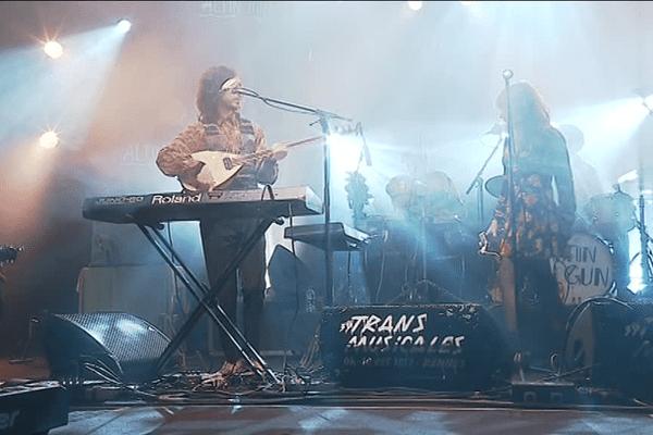 Le groupe turc Altin Gün lors des Trans Musicales de Rennes