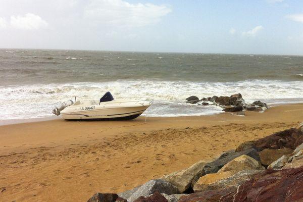 """La Tranche-sur-Mer, des bateaux de location au mouillage ont fait les frais de la """"tempête estivale"""" qui a soufflé à près de 100 km/h ce 24 août"""