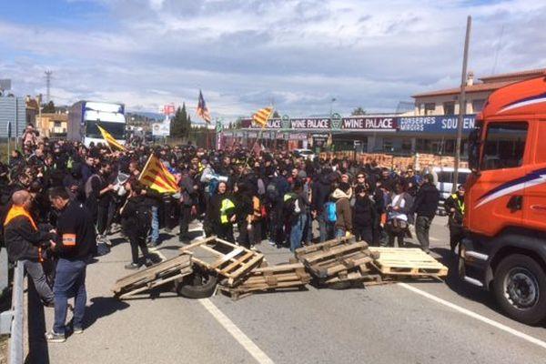 Les manifestants indépendantistes catalans ont bloqué l'autoroute AP-7 mardi 27 mars puis la route nationale N-II à Figueras.