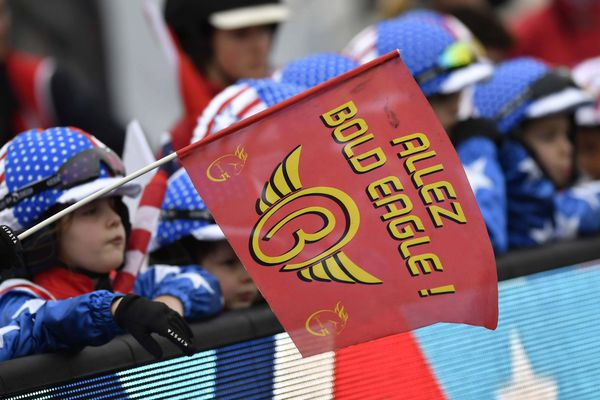 Archives-Ambiance avant la course le 28 /01 /2018 - Cette année, ce sera le 5ème prix d'Amérique de Bold Eagle, et une troisième victoire est-elle possible ? Son fan club veut y croire, les turfistes, moins.