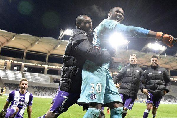 La joie du gardien du TFC Ali Ahamada qui envoie son équipe en 8eme de finale de la coupe de la ligue