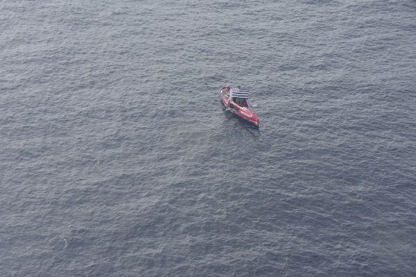 Guirec Soudée a pu donner de ses nouvelles via la Marine nationale en survol de sa zone, samedi 25 septembre.