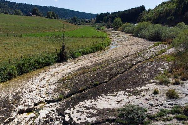 Dans ce secteur du Haut-Doubs, plusieurs communes sont désormais ravitaillées en eau par camion citerne.