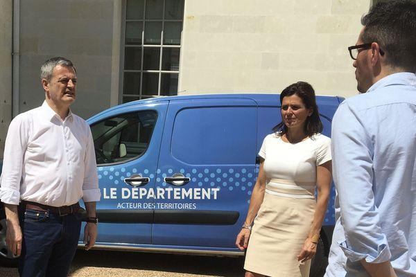 Xavier Dateu (à gauche, Nouveau Centre) aux côtés de Céline Ballesteros (LR) et de Thomas Gelfi (Président des Centristes 37)