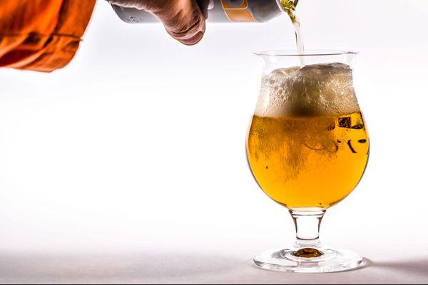 """Si le vin est la boisson noble par excellence, la bière artisanale replace le """"pain liquide"""" dans la grande gastronomie et sur les tables des familles."""