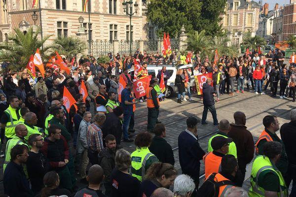 400 agents de la ville étaient mobilisés ce matin sur le parvis de l'hôtel de ville d'Orléans