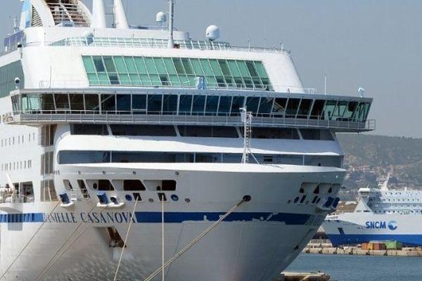 ILLUSTRATION - Navires de la compagnie SNCM à quai dans le port de Marseille