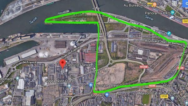 En vert, les limites du futur éco-quartier Flaubert, en rouge l'usine SEVESO