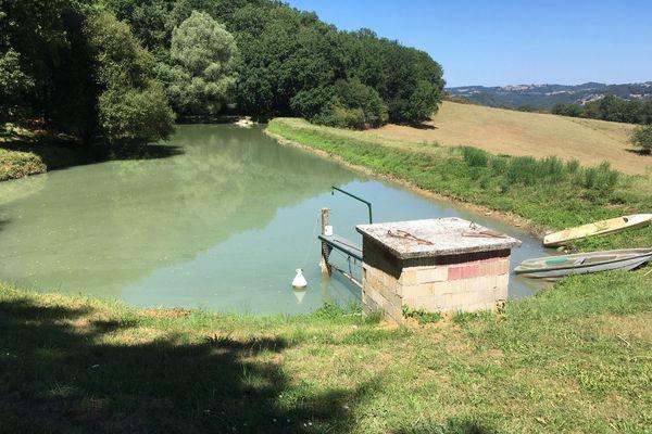 Pour l'agriculture, certains agriculteurs ont la chance d'avoir une réserve d'eau parfois alimentée par des sources