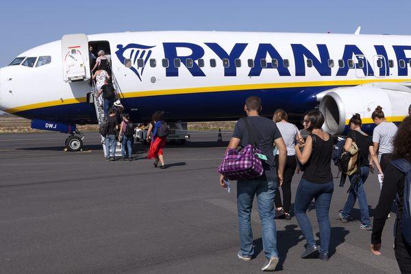 Aéroport de Béziers (Hérault) - un avion de Ryanair en partance pour Edimbourg - archives