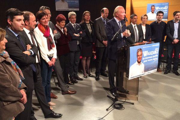 """Beaumont, le 5 novembre 2015 : Brice Hortefeux (Les Républicains) présente la liste """"Un nouveau souffle pour notre région"""" pour le département du Puy-de-Dôme;"""