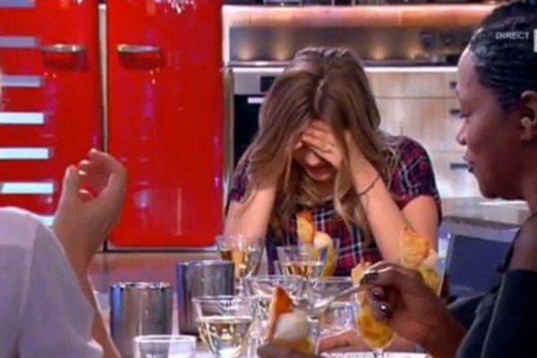 """Louane sur le plateau de """"C à vous"""" sur France 5."""