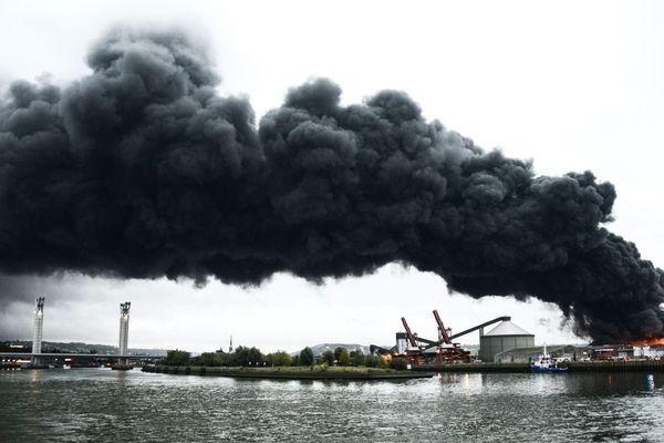 le nuage de fumée s'étirait sur 22 km de long