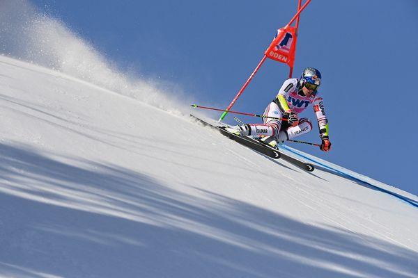 Le Français Alexis Pinturault participe à la première manche du slalom géant masculin lors de la Coupe du monde de ski alpin FIS, le 9 janvier 2021 à Adelboden.