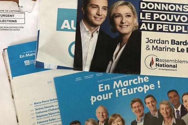 Les professions de foi En Marche et RN encadrent les autres dans les enveloppes de quatre départements d'Occitanie.