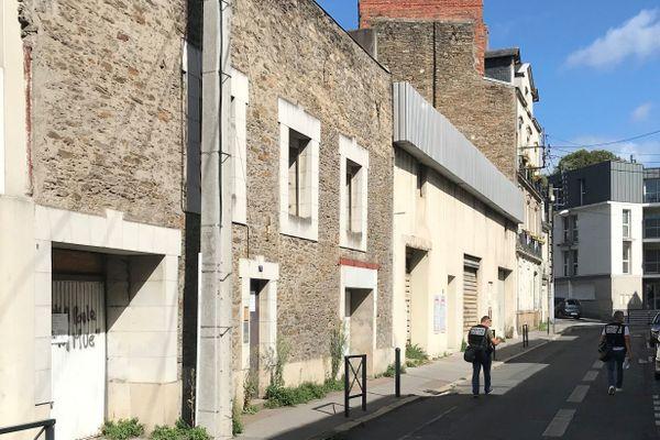 La jeune fille a été retrouvée rue Aldophe Moitié, quartier Talensac à Nantes, non loin de chez elle.