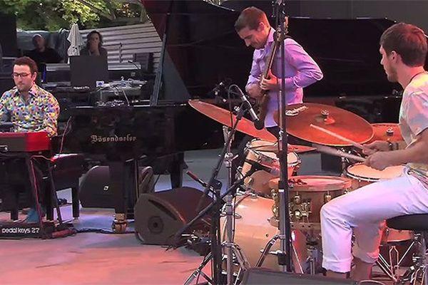Laurent Coulondre Trio sur la scène de Jazz à Vienne