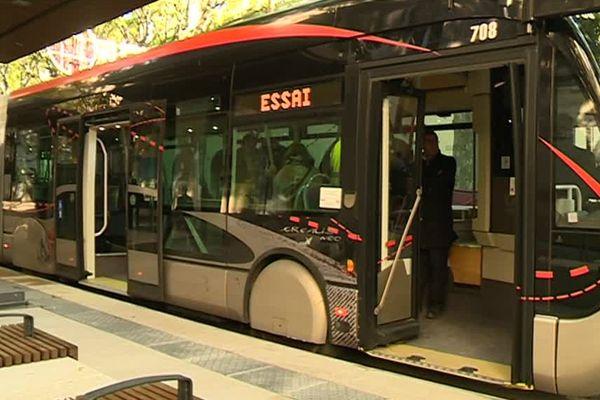 Le trambus existe depuis 4 ans à Nîmes mais il ne desservait pas encore les boulevards de l'Ecusson. Il sera opérationnel le 2 décembre 2016 dans le centre-ville. D'ici là, il est en phase de test.