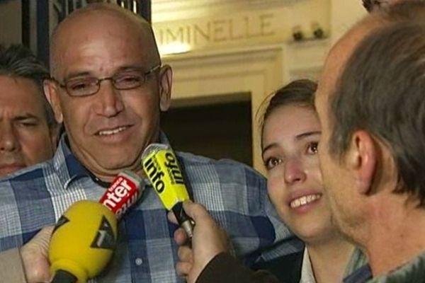 L'émotion d'Abdelkader Azzimani et de sa fille après la décision de la chambre de révision.