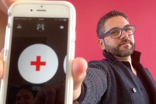 """Anthony Pedrero - Société Gamox de Carcassonne, développeur de l'application """"EyesHelp"""" - décembre 2015."""