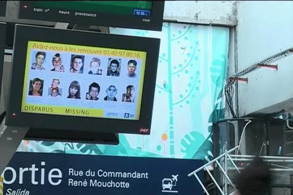 Dans une trentaine de gares, la SNCF va diffuser une fois par mois sur se panneaux d'affichage les photos de jeunes disparus