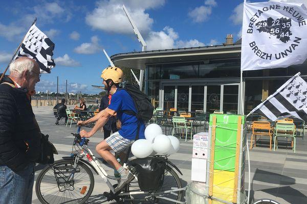 Bretagne Réunie sur le départ à Saint-Nazaire pour aller à Paris porter les 100 000 signatures, le 14 juin 2019